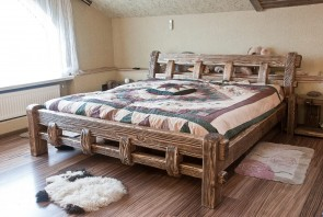 bed_with_two_bedside_cabinets
