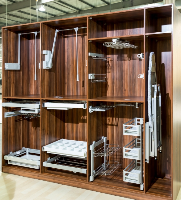 Walk in wardrobes and closets in london and kent yk for Walk in wardrobe fittings